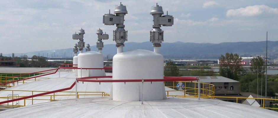 Контур распыления с форсунками на крыше резервуара