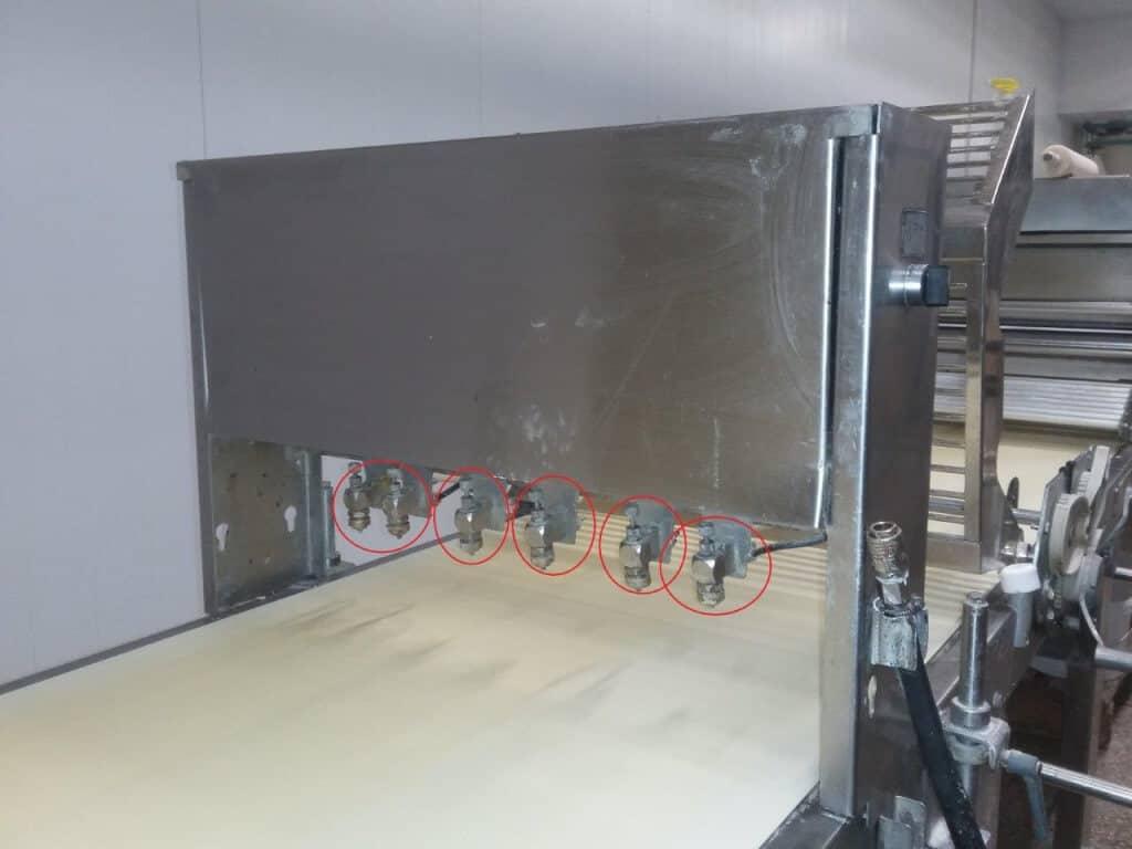 Пневматические форсунки на линии производства слоеного теста