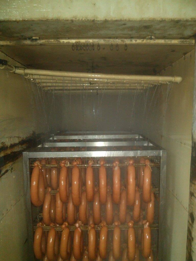 Неэффективное охлаждение колбас струйным обливом