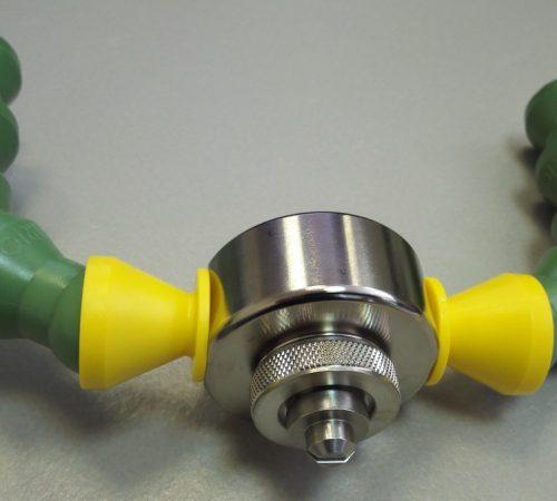 Использование гибких трубок для подачи воздуха и жидкости в пневматическую форсунку